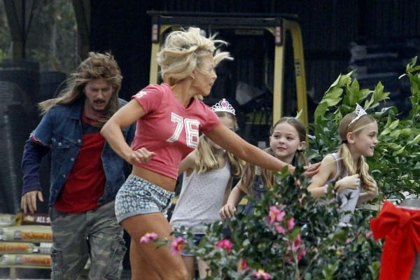 brittany-daniel-on-the-set-of-joe-dirt-2-_4