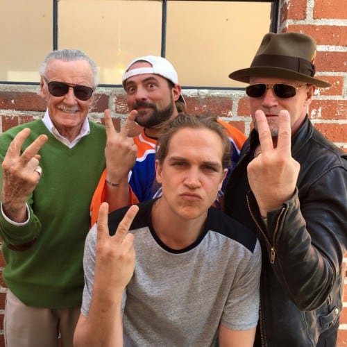 mallrats 2 gives the finger